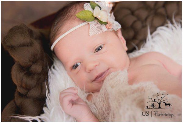 Süße Neugeborenenfotos   Babyfotograf Erding